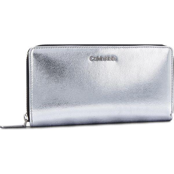 9dc96d97c3b16 Duży Portfel Damski CALVIN KLEIN - Fold Large Zip Aroun K60K604676 904 - Szare  portfele damskie marki Calvin Klein, ze skóry ekologicznej. Za 299.00 zł.