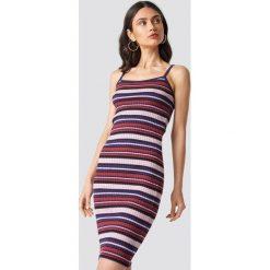 NA-KD Trend Sukienka w paski - Multicolor. Szare sukienki damskie NA-KD Trend, w paski, z dzianiny. Za 121.95 zł.