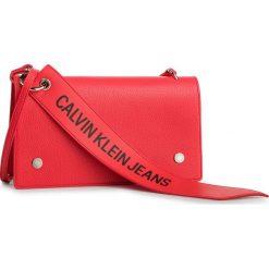 Torebka CALVIN KLEIN JEANS - Logo Banner Shoulder Flap Bag K40K400823 634. Czerwone listonoszki damskie Calvin Klein Jeans, z jeansu. Za 449.00 zł.