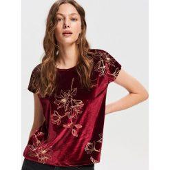 Welurowy T-shirt - Różowy. T-shirty damskie marki DOMYOS. Za 79.99 zł.