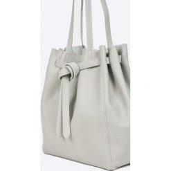 Answear - Torebka skórzana. Białe torby na ramię damskie ANSWEAR. W wyprzedaży za 199.90 zł.
