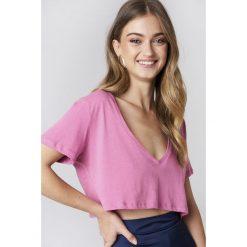NA-KD Basic Krótki T-shirt z dekoltem V - Pink. Różowe t-shirty damskie NA-KD Basic, z bawełny. W wyprzedaży za 20.48 zł.