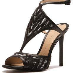 Sandały w kolorze czarnym. Czarne sandały damskie Stella Luna, w paski, z materiału. W wyprzedaży za 636.95 zł.