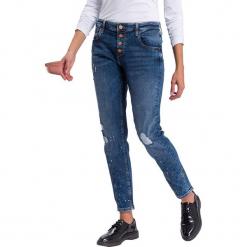 """Dżinsy """"Gwen"""" - Loose fit - w kolorze niebieskim ze wzorem. Niebieskie jeansy damskie Cross Jeans. W wyprzedaży za 136.95 zł."""