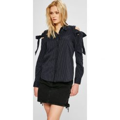 Jacqueline de Yong - Koszula Taylor. Czarne koszule damskie Jacqueline de Yong, w paski, z bawełny, casualowe, z klasycznym kołnierzykiem, z długim rękawem. W wyprzedaży za 49.90 zł.