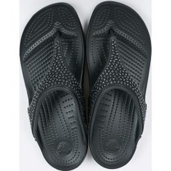Crocs - Japonki. Czarne klapki damskie Crocs, z materiału. W wyprzedaży za 159.90 zł.