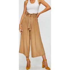 Answear - Spodnie. Szare spodnie materiałowe damskie ANSWEAR, w paski, z jedwabiu. W wyprzedaży za 99.90 zł.