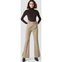 NA-KD Classic Spodnie garniturowe Seamline - Beige. Brązowe spodnie materiałowe damskie NA-KD Classic, z poliesteru. Za 202.95 zł.