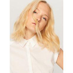 Koszula z krótkimi rękawami - Biały. Białe koszule damskie Reserved, z krótkim rękawem. W wyprzedaży za 39.99 zł.