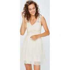 Answear - Sukienka. Szare sukienki damskie ANSWEAR, z haftami, z poliamidu, eleganckie. W wyprzedaży za 119.90 zł.
