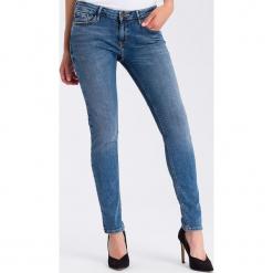 """Dżinsy """"Adriana"""" - Skinny fit - w kolorze błękitnym. Niebieskie jeansy damskie Cross Jeans. W wyprzedaży za 113.95 zł."""