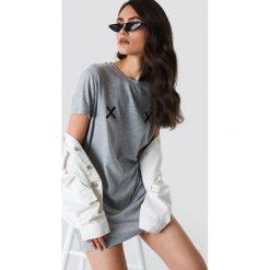 NA-KD Sukienka T-shirt Double X - Grey. Szare t-shirty damskie NA-KD. Za 80.95 zł.