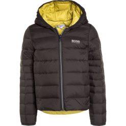 BOSS Kidswear Kurtka puchowa dunkelgrau. Kurtki i płaszcze dla chłopców BOSS Kidswear, na zimę, z materiału. W wyprzedaży za 551.20 zł.