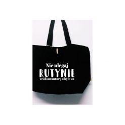 Torba Nie Ulegaj Rutynie. Czarne torebki shopper damskie Funfara, z napisami, z bawełny. Za 99.00 zł.