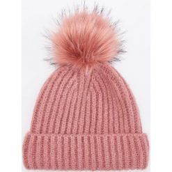 Czapka z pomponem - Fioletowy. Fioletowe czapki i kapelusze damskie Reserved. Za 49.99 zł.