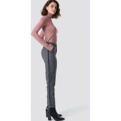 Rut&Circle Spodnie w ciemną kratkę - Grey. Szare spodnie materiałowe damskie Rut&Circle, w kratkę. Za 161.95 zł.