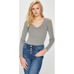 Guess Jeans - Sweter. Szare swetry damskie Guess Jeans, z dzianiny. Za 399.90 zł.