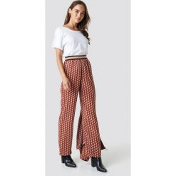 NA-KD Trend Spodnie z nadrukiem - Brown,Orange,Multicolor. Brązowe spodnie materiałowe damskie NA-KD Trend, z nadrukiem, z poliesteru. Za 161.95 zł.
