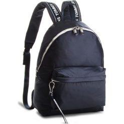 Plecak TOMMY JEANS - Logo Bac AU0AU00160  413. Niebieskie plecaki damskie Tommy Jeans, z jeansu. W wyprzedaży za 359.00 zł.