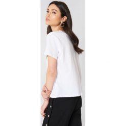 NA-KD T-shirt Lime - White. Białe t-shirty damskie NA-KD, z nadrukiem, z bawełny, z okrągłym kołnierzem. W wyprzedaży za 29.18 zł.