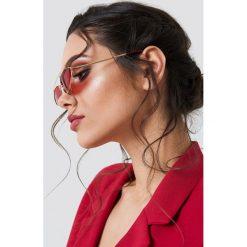 NA-KD Accessories Okulary przeciwsłoneczne z mostkiem - Red. Czerwone okulary przeciwsłoneczne damskie NA-KD Accessories. Za 52.95 zł.