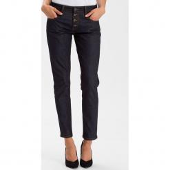 """Dżinsy """"Gwen"""" - Loose fit - w kolorze granatowym. Niebieskie jeansy damskie Cross Jeans. W wyprzedaży za 113.95 zł."""
