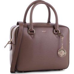 Torebka DKNY - R83D3621  Desert DES. Brązowe torebki do ręki damskie DKNY, ze skóry. Za 1,109.00 zł.