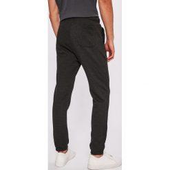 DC - Spodnie. Szare spodnie sportowe męskie DC, z bawełny. W wyprzedaży za 159.90 zł.