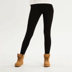 Bawełniane legginsy - Czarny. Czarne legginsy damskie Sinsay, z bawełny. Za 39.99 zł.
