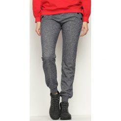 Ciemnoszare Spodnie Dresowe Cruising. Szare spodnie dresowe damskie Born2be, z dresówki. Za 34.99 zł.