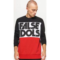Bluza z napisem - Czerwony. Czerwone bluzy męskie Cropp, z napisami. W wyprzedaży za 69.99 zł.