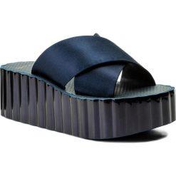 Klapki TORY BURCH - Scallop Wedge Flip Flop 39754 Perfect Navy 430. Niebieskie klapki damskie Tory Burch, z materiału. W wyprzedaży za 399.00 zł.