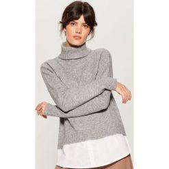 Sweter z koszulową wstawką - Szary. Szare swetry damskie Mohito, z koszulowym kołnierzykiem. Za 129.99 zł.