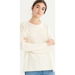 Sweter z wiązaniem - Kremowy. Białe swetry damskie Sinsay. Za 59.99 zł.