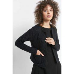 Pikowany żakiet w kropki. Czarne żakiety damskie Orsay, w kropki, z bawełny. Za 119.99 zł.