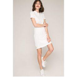 Tommy Jeans - Sukienka. Szare sukienki damskie Tommy Jeans, z bawełny, casualowe, z krótkim rękawem. W wyprzedaży za 269.90 zł.