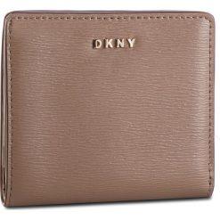 Mały Portfel Damski DKNY - Bryant Bifold Wallet R83Z3657 Desert DES. Brązowe portfele damskie DKNY, ze skóry. Za 289.00 zł.