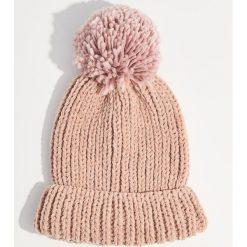 Czapka z pomponem - Różowy. Czapki i kapelusze damskie marki WED'ZE. W wyprzedaży za 24.99 zł.