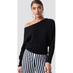 NA-KD Dzianinowy sweter z odkrytymi ramionami - Black. Czarne swetry damskie NA-KD, z bawełny. Za 121.95 zł.