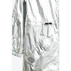 Pepe Jeans - Parka dziecięca Aurora 122-180 cm. Czerwone kurtki i płaszcze dla dziewczynek Pepe Jeans, z bawełny. W wyprzedaży za 279.90 zł.