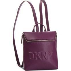 Plecak DKNY - Tilly Sm Backpack R83KZ703 Brinjal B7J. Fioletowe plecaki damskie DKNY, ze skóry ekologicznej. Za 639.00 zł.