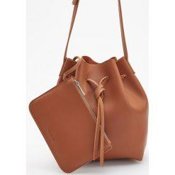 Torebka typu worek - Pomarańczo. Brązowe torebki do ręki damskie Reserved. Za 99.99 zł.