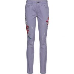 Dżinsy z haftem bonprix dymny fioletowy. Fioletowe jeansy damskie bonprix. Za 59.99 zł.