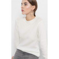 Puszysty sweter. Brązowe swetry damskie Orsay, z dzianiny, z okrągłym kołnierzem. Za 79.99 zł.