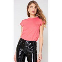 NA-KD Basic Neonowy t-shirt z surowym wykończeniem - Pink. Różowe t-shirty damskie NA-KD Basic, z bawełny, z okrągłym kołnierzem. W wyprzedaży za 30.48 zł.