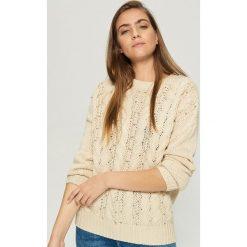 Sweter z ćwiekami - Beżowy. Brązowe swetry damskie Sinsay. Za 79.99 zł.