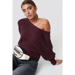 NA-KD Dzianinowy sweter z odkrytymi ramionami - Red. Czerwone swetry damskie NA-KD, z dzianiny. Za 121.95 zł.