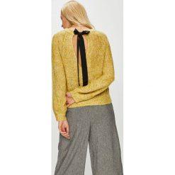 Vero Moda - Sweter Sylvie. Brązowe swetry damskie Vero Moda, z dzianiny, z okrągłym kołnierzem. Za 149.90 zł.