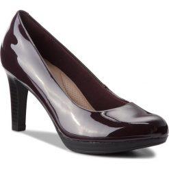 Półbuty CLARKS - Adriel Viola 261363804 Aubergine. Czerwone półbuty damskie Clarks, z materiału, eleganckie. W wyprzedaży za 159.00 zł.