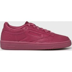 Reebok Classic - Buty Club C 85. Czerwone obuwie sportowe damskie Reebok Classic, z gumy. W wyprzedaży za 319.90 zł.